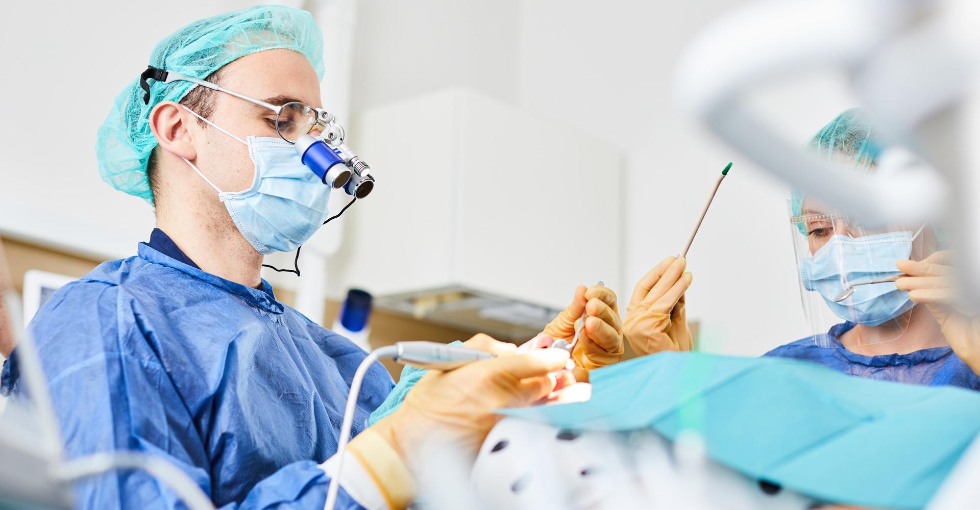 Zahnarztpraxis Dres. Braunschweiger & Gebauer - Zahnentfernung 1